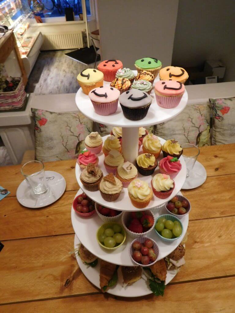 high tea cupcake